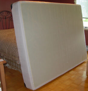 lit Queen /Sommier Simmons, base de lit, box spring