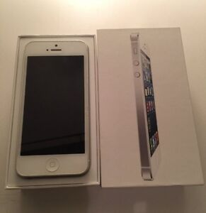 iPhone 5 16 gb Rogers. With box charger and accs.
