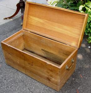 Antique Coffre en Bois  toute usage / wooden box
