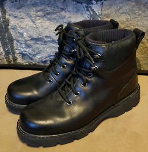 SOREL Ladies Boots (Size 7)