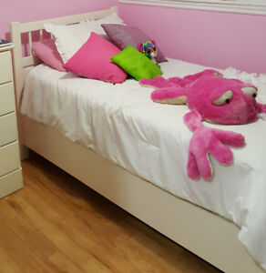 Twin bed from IKEA With mattress and boxspring
