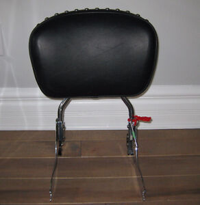 Quick release backrest for Harley Davidson