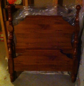 Wood Head Board & Foot Board w/ Rails - Twin