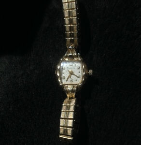 Vintage Ladies Bulova 10 KT RGP  analog watch