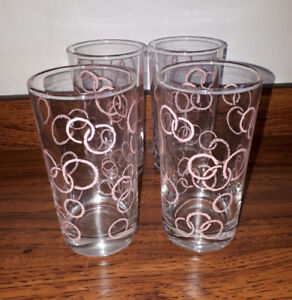 Cool retro set of 4 pink drinking glasses