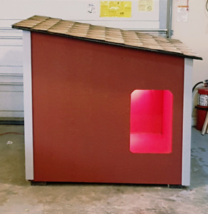 LARGE/MID HEATED INSULATED DOGHOUSE