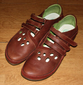 Naot womens brown shoes Euro size 41 (8.5 here)