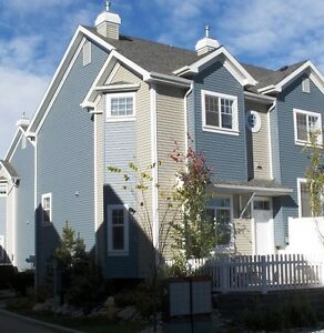 SUMMERSIDE TOWNHOUSE c/w PRIVATE LAKE ACCESS