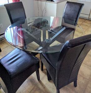 Table de cuisine et buffet