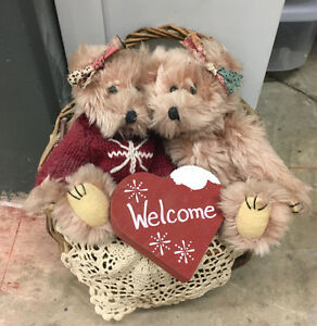 Adorable pair of teddy bears in a hanging basket