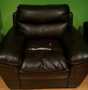 Black bonded leather living room chair