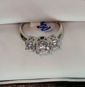 14 k White Gold Ring with Stunning Cubics Peterborough Peterborough Area image 1