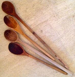Antiquité. Collection. Anciennes cuillères de bois patiné