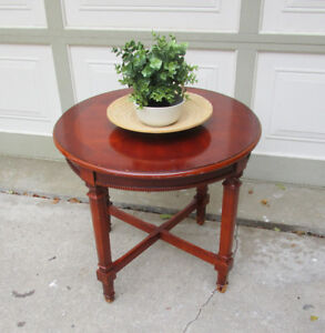 VINTAGE SOLID WOOD CRAFTLINE ROUND SIDE TABLE - PROJECT