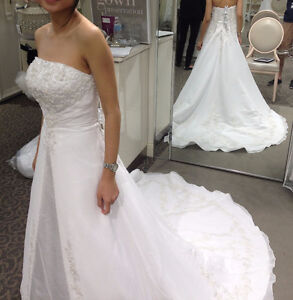 Wedding gown - Chiffon-over-satin/robe de mariée