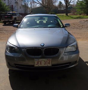 2008 BMW 5-Series 535xi Sedan loaded with leather!