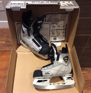 Kids CCM Dial Adjustable Skates Sz 13.5 US