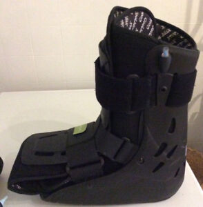 AIRCAST  BOOT  size SMALL