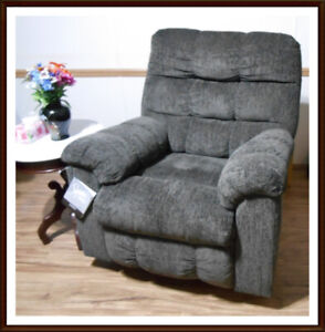 SWIVEL ROCKER RECLINER (Like New) Chilliwack