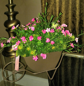 "NEW ""WAGON WHEEL"" SPRING FLORAL CENTERPIECE"