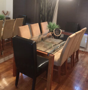 Beautiful dining table with 6 chairs