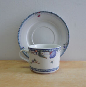 Oneida Classic Blue Lattice Cup and Saucer Set of 5