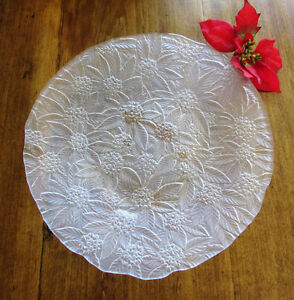 """Vintage Christmas Frosted Glass Poinsettia Serving Plate 14 ¼"""" Kitchener / Waterloo Kitchener Area image 2"""
