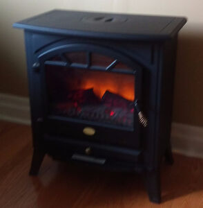 Plug-in electric fireplace w/simulated flames, fan control