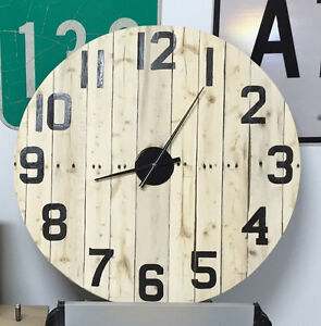 Horloge grand format 32 pouces de diamètre West Island Greater Montréal image 2