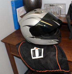 Icon Halo Helmet w/ Black Smoke Icon Optics Shield