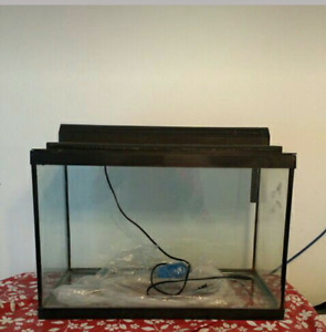 21.4 US Gallon Aquarium With Lid and Light.