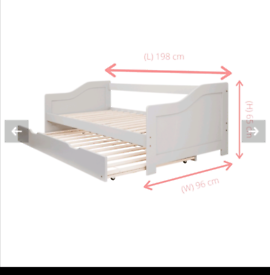 White day bed with pull out bed