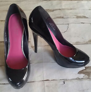 Black pumps from London UK - Size 8.5 fits 8