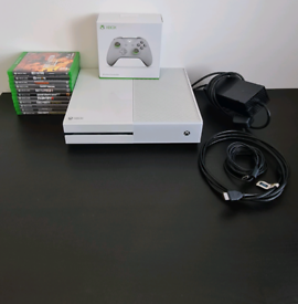 Xbox one 500gb in white with controller & games