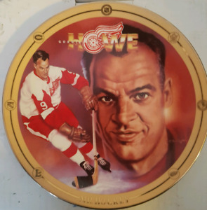 Gordie Howe collector's plate in mint condition