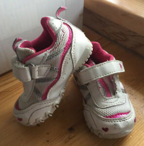 Toddler running shoes size 4
