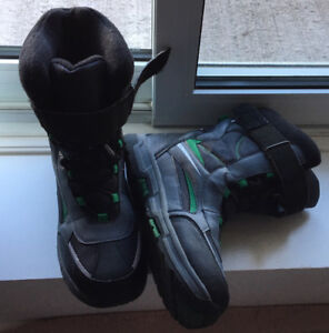 BOYS WINTER SNOW BOOTS-SIZE 8