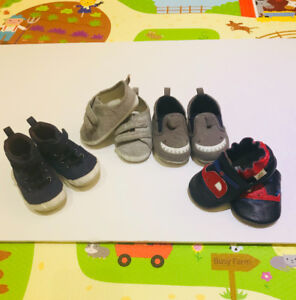 Size 4 baby shoes (9 to 12 months) at a great deal!