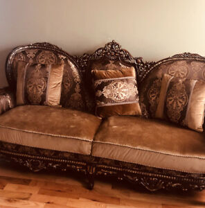 Gorgeous upscale couch set