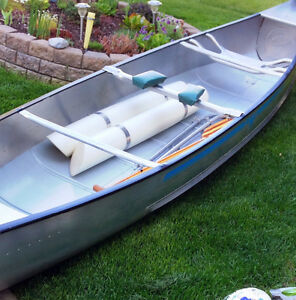ESTATE SALE 1982 mint Grumman 17 Ft canoe + outboard motor