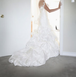 Alfred Sung WINTER SALE ***OVER 85% OFF*** Wedding Dress