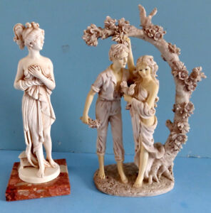 LOT DE 2 STATUETTES, LA BELLE ROMAINE