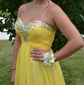 Prom/Formal Dress - Yellow Colour, size 6 London Ontario image 1