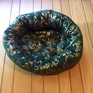 Green & Gold Small Pet Bed For Dog Or Cat - St. Thomas