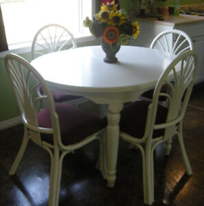 Solid White Kitchen Table & Chairs with 3 Leafs