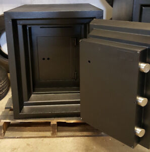 MGM CLASS 5 HIGH SECURITY SAFE - USED