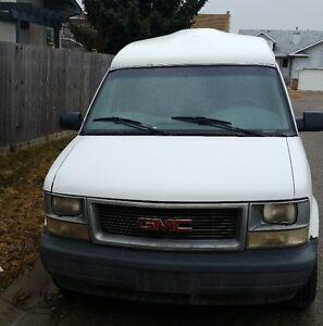 2001 GMC Safari slt Minivan AWD Cargo Van