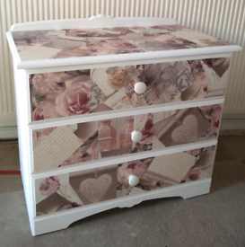 1 X 3 DRAWER CHEST OF DRAWERS PAINTED WHITE & DECOUPAGED IN BLUSH HEAR