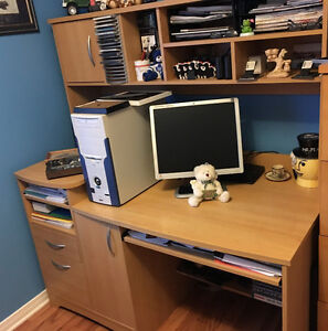 Computer Desk With Attached Hutch