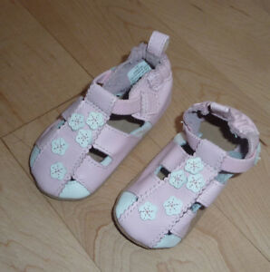 Robeez leather shoes 0-6m $ 5, 6 - 12 $ 8, like NEW